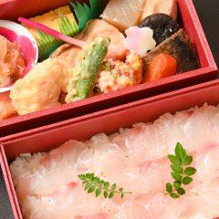 二色亭すずきの「祭折 鯛・鱒弁当」